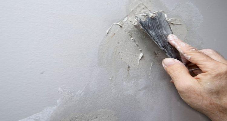 Como consertar rachaduras nas paredes de casa