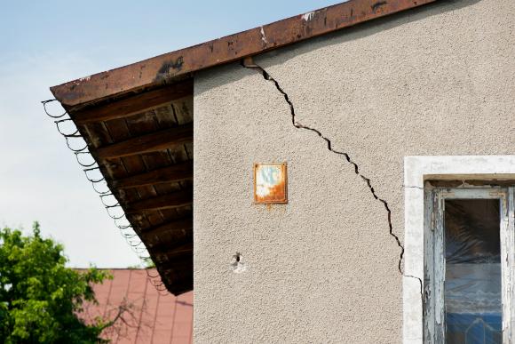 rachaduras na parede